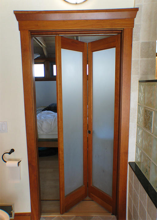 can i use a bi fold door as a main door entrance
